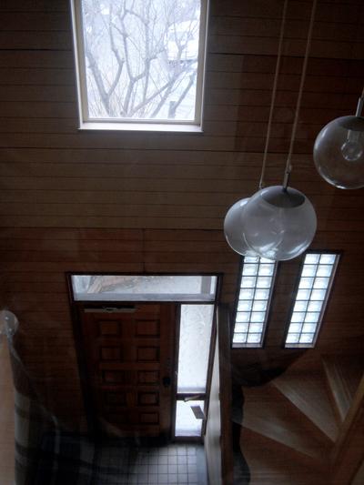 玄関の上の窓
